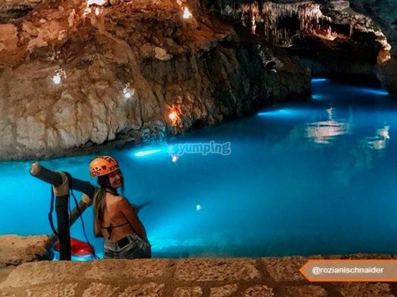 Nadando en rio subterraneo