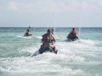 Grupo de motos acuaticas