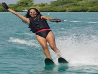 deporte de esqui en agua