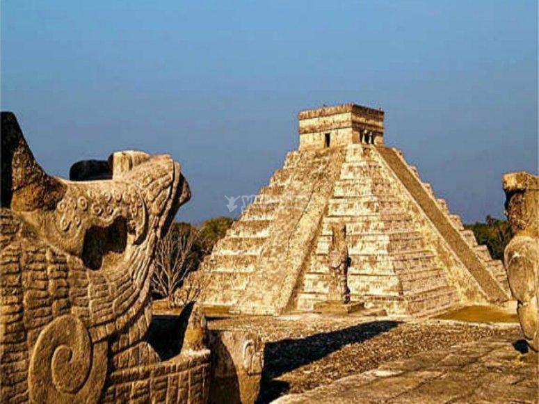Piramide y cabeza