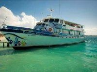 Paseo en barco Isla Mujeres con comida y bebidas