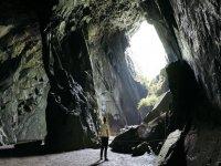 Descubre las profundidades de la cueva