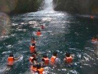 Nadando en pozas de agua