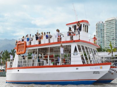 Catamarán tour + meal + beverage, adults