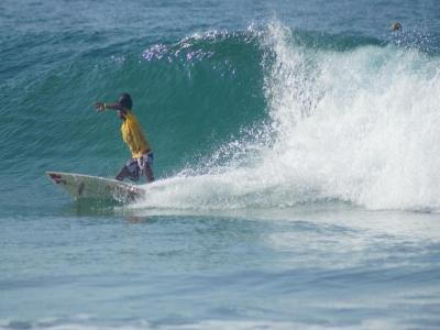 Alquiler tabla de surf por un día en Acapulco