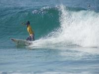 surfeando y tomando la ola