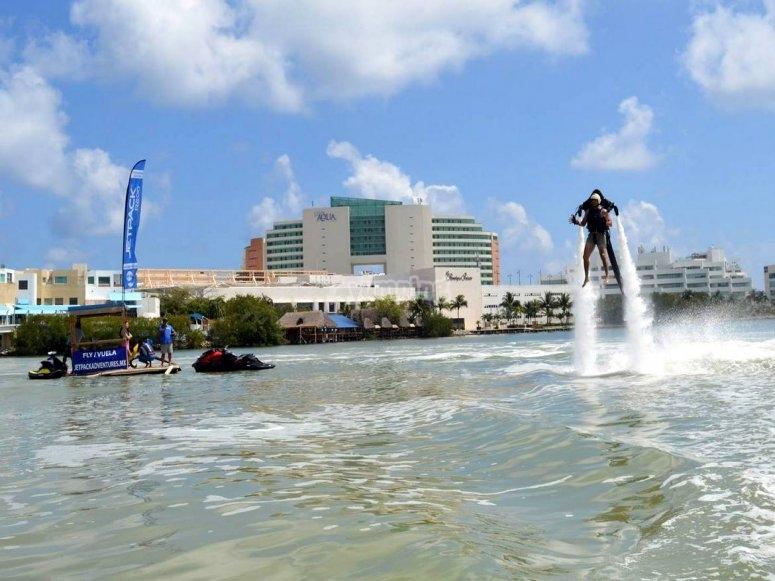 Jetpack sobre el agua
