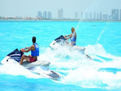 Jet ski rental in the sea of Cancún for 1 hour