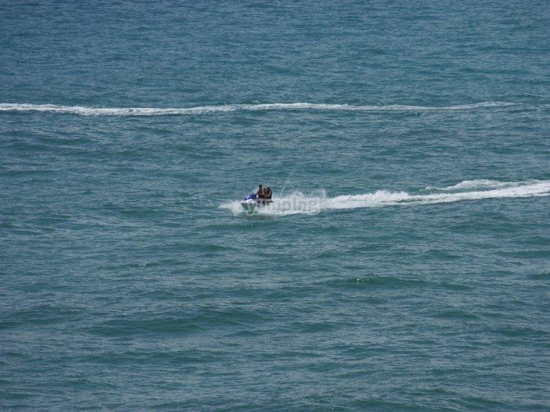 Jet ski a lo lejos
