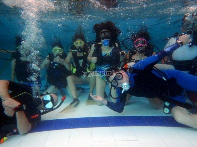 a gusto bajo el agua
