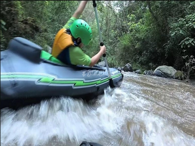 kayak por el rio.