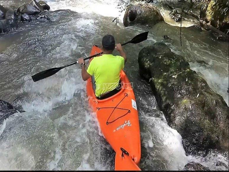 vive la aventura de los kayak