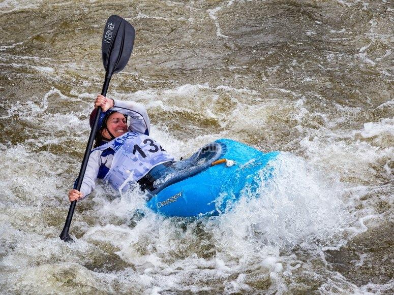 canoas por los rapidos