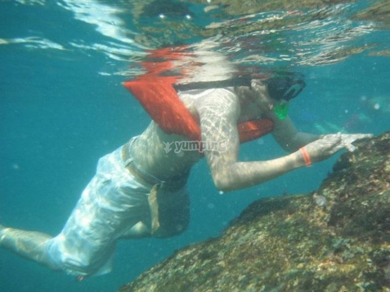 equipo bajo el agua