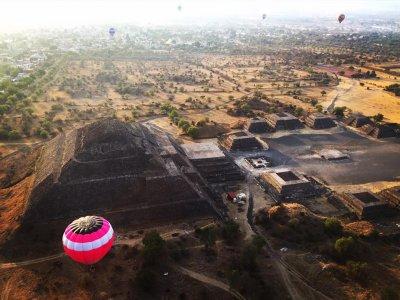 Vuelo en Globo con desayuno y brindis, Teotihuacán