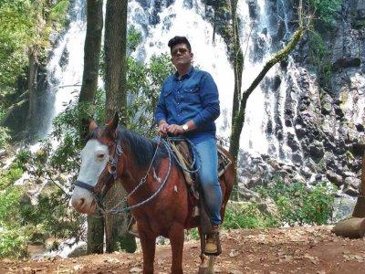 Cabalgata a la cascada Velo de novia