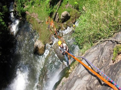 Climbing an rappel in Tilostoc waterfalls