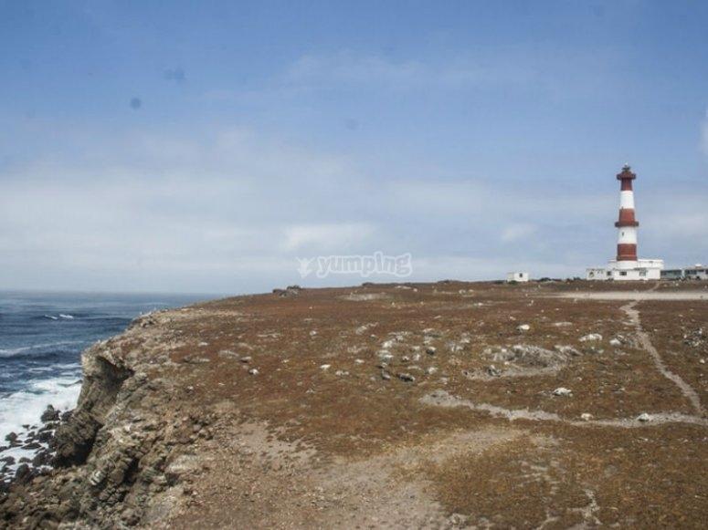 Vista de uno de los faros de la isla