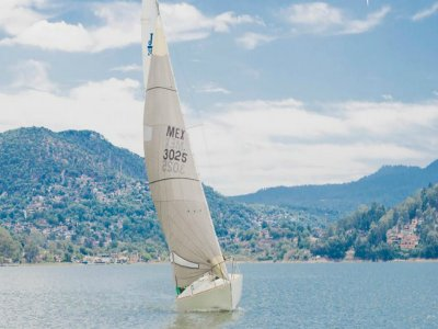 Sailing Boat Tour for 10 Valle de Bravo 1h