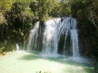 Visita las cascadas de agua azul