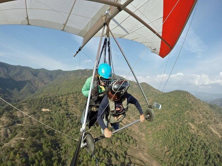 Hang-glider in Valle de Bravo