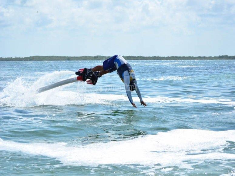 Flyboard tricks in Cancun