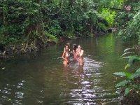 Nadar en el manantial