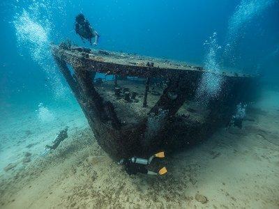 Scuba-diving certified divers shipwreck Cancún
