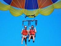 parasailing en pareja