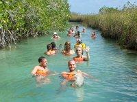Nadando en los canales de Sian Ka'an