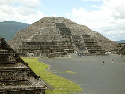 Tour of Teotihuacán pyramids with 8h buffet