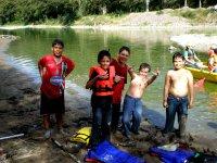 El grupo despues de las canoas