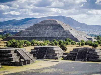 Tour to Acolman-Teotihuacán and Mexican liquor stores