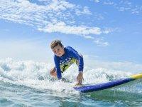 Desafía a las olas con Mario Surf School