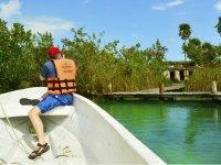 Admirando las ruinas de los mayas
