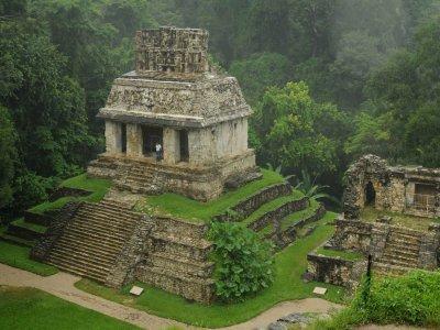 Visita a Zona Arqueológica Palenque y Cascadas