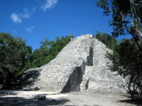 Caminata por la zona arqueológica de Cobá