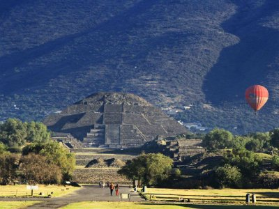 Balloon flight and Teotihuacán tour with buffet
