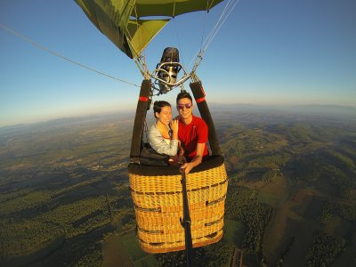 Romantic balloon flight for 2 with accommodation