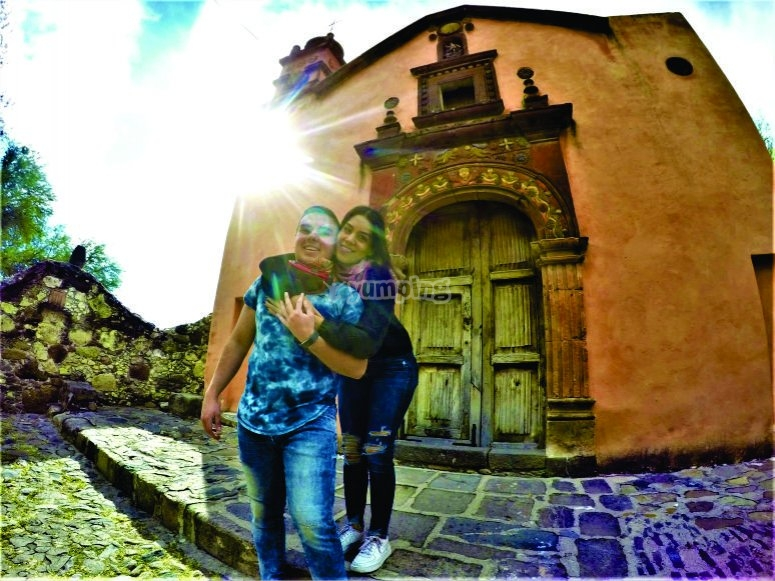 Four-way couple tour through San Miguel de Allende