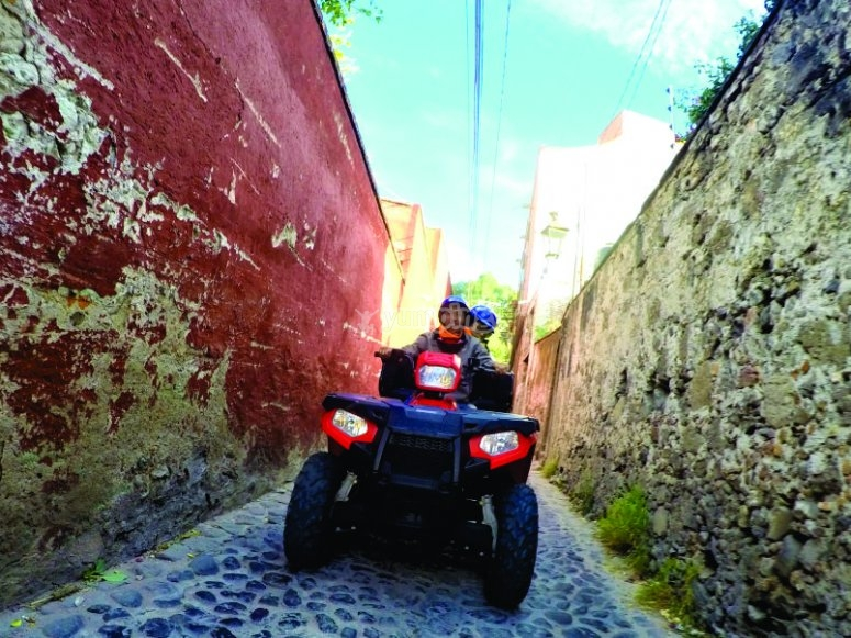 Stroll through the iconic alleys of San Miguel de Allende