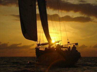 Sailing at sunset with snacks and drinks 3h