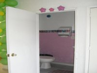 Baños separados para niñas y niños