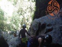 Entrando en la gruta