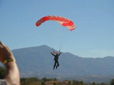 Salto de paracaídas tándem a 17mil pies en Teques