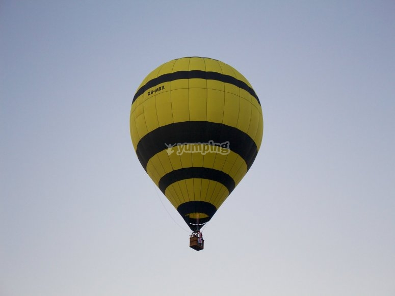 Live the experience of flying in a balloon
