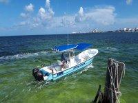 Paseo en barco privado 29 ft en Cancún 4 horas