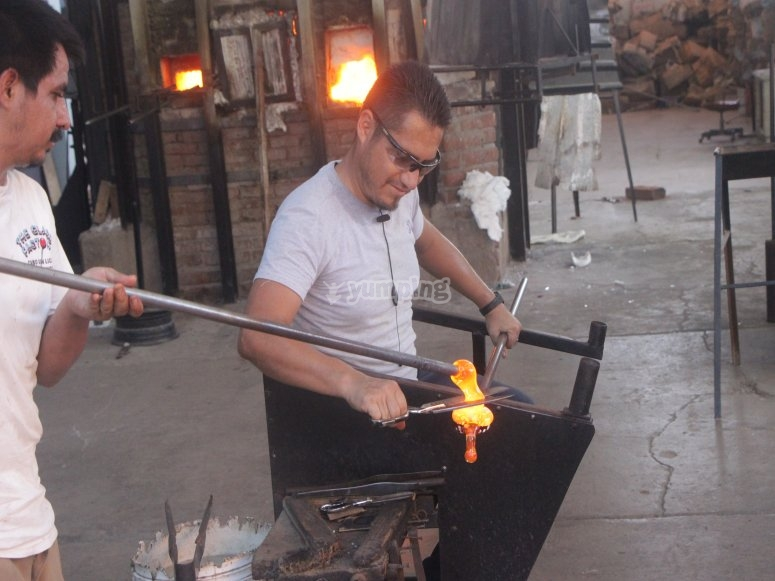 Glass-blowing craftsmen