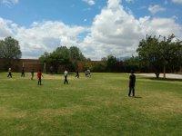 Partido de futbol al aire libre