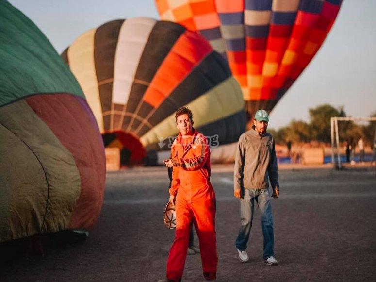 Equipo de vuelo en globo